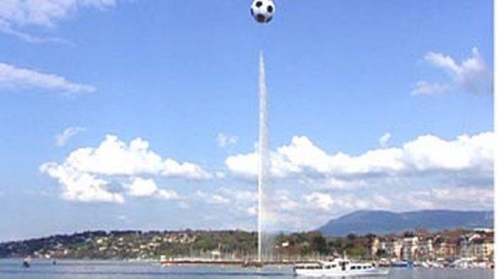 ballon géant sur la rade à l'occasion de l'eurofoot